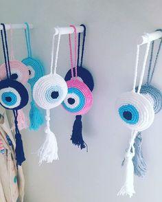 Modern-Crochet-V-neck-Tee-Top-–-free-crochet-pattern. Crochet Eyes, Crochet Home, Love Crochet, Crochet Crafts, Crochet Baby, Crochet Projects, Knit Crochet, Crochet Keychain, Crochet Necklace