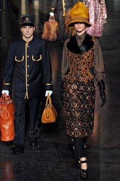 The complete Louis Vuitton Fall 2012 Ready-to-Wear fashion show now on Vogue Runway. Fashion Week Paris, Marc Jacobs, Louis Vuitton Hat, Louis Vuitton Collection, Lv Handbags, Designer Collection, Ready To Wear, Women Wear, Vogue