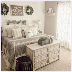 13 Cozy Farmhouse Bedroom Ideas * aux-pays-des-fleu… - Home decor cozy Dream Bedroom, Home Bedroom, Bedroom Ideas, Farm Bedroom, White Iron Beds, Winter Bedroom Decor, Bedroom Furniture Design, Furniture Ideas, Furniture Layout