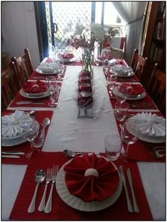 Christmas decoration ideas in our APP about Christmas ideas, 90 Amazing Christma . Christmas decoration ideas in our APP about Christmas ideas, 90 Amazing Christmas Home Decor Christmas Dining Table, Christmas Table Settings, Christmas Tablescapes, Holiday Tables, Christmas Candles, Cheap Christmas, Simple Christmas, Christmas Home, White Christmas