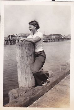 Love this curly haired 1940s gal's causal summer look. #1940s #forties #woman #pier #beach #summer #vintage #trousers #pants
