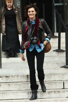 The scarf and the aqua shirt just POP.