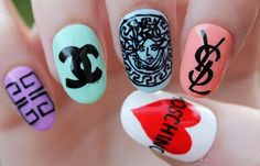 Diseños de uñas a mano alzada pintadas, diseño de uñas a mano alzada casual. Clic Follow, Follow! #uñasdecoradas #nailsCLUB #uñasdiscretas