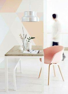 Zona escritorio en tonos pastel.