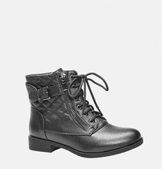 Add edgy style to your fall wardrobe with the wide width Skylar Quilted Combat… I bought these and they are SO cute and comfy. Black Chunky Heels, Black Lace Up Boots, Short Black Boots, Black Ankle Booties, Lace Up Ankle Boots, Shoe Boots, Military Combat Boots, Black Combat Boots, Boating Outfit
