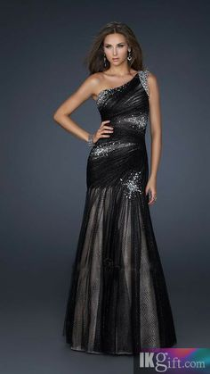I love all the sparkles! This dress is soo pretty