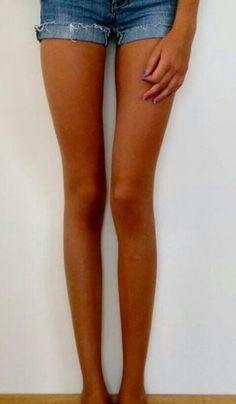 Long legs and thigh gap.... :( thinspo✌️