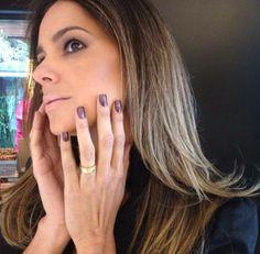 Arrasando com o esmalte do momento Vera Viel, manicure Nilza