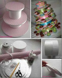 Suporte para doces feito com discos de papelao e latas no centro - encapadas com tecido e fitas