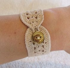 Items similar to vintage crochet bracelet inspired in ecru or beige on Etsy - - Crochet Stitches, Knit Crochet, Crochet Patterns, Crochet Bikini, Bracelet Crochet, Crochet Jewellery, Lace Bracelet, Jewelry Crafts, Handmade Jewelry