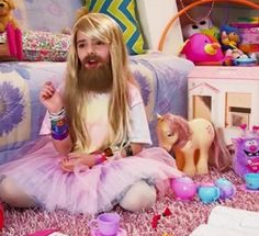 Ptrique princesstard, i have to admit, her beard in this pic is better than Shay's. Sorry Shay. XD #princesstard #shaycarl #shaytatds
