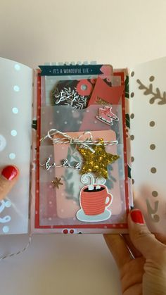 A great pocket folio for junk journals, embellishments and snailmail. Mini Albums, Mini Scrapbook Albums, Scrapbook Journal, Scrapbook Paper, Diy Handmade Album, Handmade Scrapbook, Diy Crafts For Gifts, Paper Crafts, Book Page Crafts