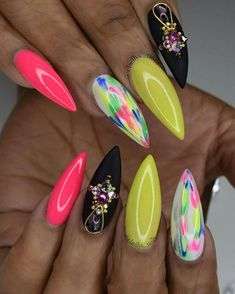 Want some ideas for wedding nail polish designs? This article is a collection of our favorite nail polish designs for your special day. Fabulous Nails, Perfect Nails, Gorgeous Nails, Pretty Nails, Bling Nails, Swag Nails, Nail Polish Designs, Nail Art Designs, Uñas Color Neon