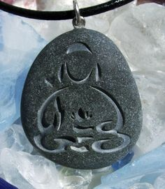 Buddha with Lotus pendant engraved on Beach Stone - a symbol of peace and serenity necklace Ideas Dremel, Dremel Projects, Woodworking Projects, Stone Crafts, Rock Crafts, Beach Stones, Moon Stones, Stone Carving, Pebble Art
