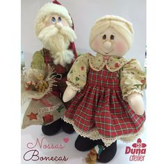 Nossos amados Vovô Noel e Vovó Noel Ho Ho Ho <3  É muito amor pelo Natal! Falta apenas 1 mês e 20 dias... contando os dias contando as horas e os agradecimentos!  E então é Natal.... e o que você fez?.... #DunaAtelier #Criatividade #FaçaVocêMesmo #Decoração #Boneca #Costura #Sewing #Quilting #PatchWork #Tecido #Fabric #EuAmoPatchWork #Quilt #EuAmoArtesanato #FeitoaMão #Artesanato #DIY #Doll #ByDrica #Dolls #Curso #vemaí #Bonequeira #Cursodebonecas #Acredite #Natal #Christmas #Noel #HoHoHoHo Quilting, Xmas Crafts, Christmas Art, Lana, Snowman, Sewing Patterns, Teddy Bear, Stitch, Dolls