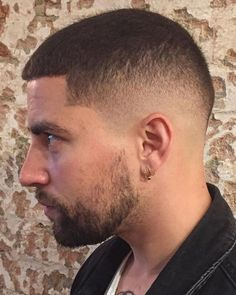 Crew Cut Haircut Ideas 2019 the Buzz Cut What is It How to Style Different Buzz Cut Crew Cut Haircut, Fade Haircut, Haircut Men, Buzz Haircut, Trendy Mens Haircuts, Haircuts For Men, Hair And Beard Styles, Curly Hair Styles, Buzz Cut For Men