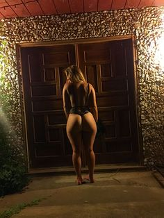 Front Door booty via Booty of the Day at bootyoftheday.co