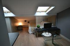 Studio / lit sous pente + idée de séparation entre le mini salon et la mini chambre