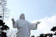 自然聖殿のイエス様像 - WolMyeongDong(キリスト教福音宣教会)