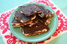 Toffee Crack from @Joy's Hope - I made this for E's teachers at Christmas and they are STILL talking about it! Yummy.Easy.Your.Welcome. Just Desserts, Delicious Desserts, Dessert Recipes, Yummy Food, Yummy Recipes, Graham Cracker Toffee, Yummy Treats, Sweet Treats, Desert Recipes