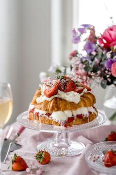 Jäätelöllä täytetty Croissant-kakku | Annin Uunissa