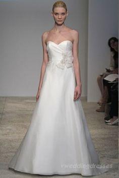 i like the simple elegance of this dress Simple Elegance, Elegant, Glamour, Gorgeous Wedding Dress, Dress For You, Pretty Dresses, One Shoulder Wedding Dress, Marie, Wedding Dresses