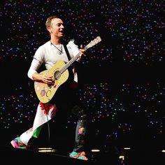 """250.4k Likes, 573 Comments - Coldplay (@coldplay) on Instagram: """"The xylobands are shining bright tonight! #ColdplayCardiff """""""