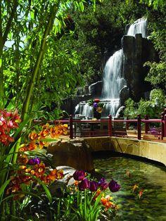 Enjoy Las Vegas:  Scale Mount Wynn    Maverick mogul Steve Wynn designed his Wynn Las Vegas resort...