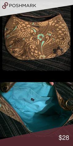 Selling this ✨New✨ purse in my Poshmark closet! My username is: christy_mae. #shopmycloset #poshmark #fashion #shopping #style #forsale #GAP #Handbags