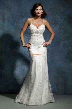 Salle intérieure Bretelles spaghetti Tulle Robes de mariée de luxe