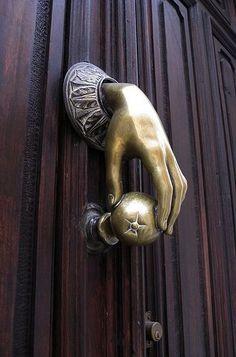 Был много удивительных ручки дверей в Испании .: