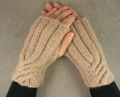#hand warmers #fall trends #cable knit #nougat #wool alpaca #fingerless gauntlets @piabarile $26 #brigteam