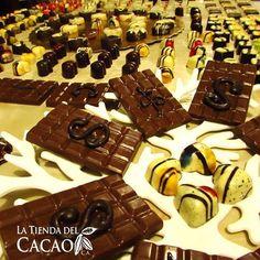 La formación Bean to Bar te prepara para fabricar chocolate desde el grano de cacao, y a partir de allí crear delicias achocolatadas como tabletas, bombones, rellenos variados, con técnica francesa y belga.  Tenemos una Formación Bean to Bar el 17 y 18/12 con cupos limitados.  Es ideal para productores de cacao que desean ampliar sus ingresos a través de la transformación del grano de cacao en productos terminados, emprendedores chocolateros que desean ampliar su gama de productos y…
