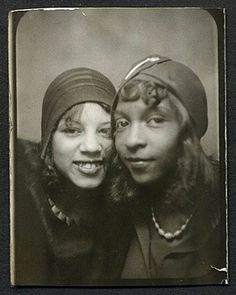 """There were many fabulous African American flappers. No wonder - it was African American musicians who put the Jazz in """"The Jazz Age""""! Vintage Black Glamour, Vintage Beauty, Vintage Makeup, Vintage Fashion, Fashion Tag, Vintage Glam, Vintage Stuff, Harlem Renaissance, Vintage Photo Booths"""