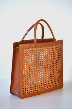 Women's Handbags For Every Occasion : Palmgrens – i have one of these, but found mine at second hand for 160 swedish crowns. Tote Handbags, Purses And Handbags, Leather Handbags, Leather Bag, Luxury Handbags, Cheap Handbags, Leather Fashion, Leather Totes, Popular Handbags