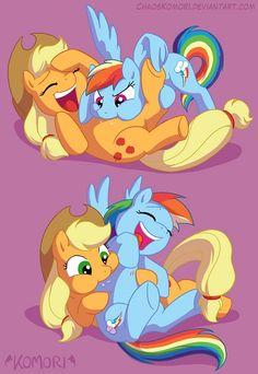 My Little Pony - Applejack x Rainbow Dash - AppleDash My Little Pony Applejack, Rainbow Dash, Mlp Unicorn, Tickle Fight, Miraculous, Adventure Time Girls, Little Poni, Mlp Comics, Imagenes My Little Pony