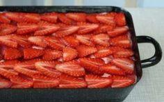Tiramisù alle fragole - Ecco per voi la ricetta per preparare un favoloso tiramisu alle fragole, un dessert alla frutta golosissimo che potete preparare anche in tante altre varianti stuzzicanti, provatelo anche voi.