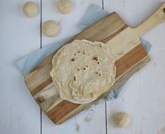 Zelf tortilla wraps maken. Nou ik wist niet dat dit recept zo makkelijk was. Een waarschuwing vooraf: je wilt nooit meer anders.
