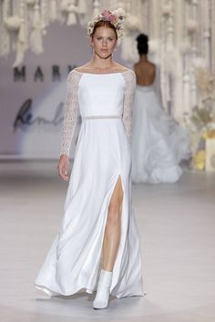 The FashionBrides is the largest online directory dedicated to bridal designers and wedding gowns. Find the gown you always dreamed for a fairy tale wedding. Rembo Styling, Wedding Dress Styles, Wedding Gowns, Bridal Gowns, Estilo Boho Chic, Style Boho, Gowns With Sleeves, Bridal Fashion Week, Wedding Trends