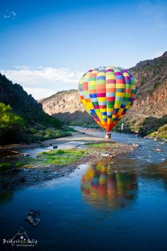 Hot air balloon skimming Rio Grande River - New Mexico My home town! Air Balloon Rides, Hot Air Balloon, Rio Grande, Beautiful World, Beautiful Places, Air Ballon, Land Of Enchantment, Paragliding, Sea To Shining Sea