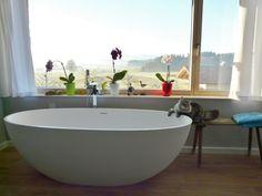 Es ist Freitag! Aber muss man deshalb gleich baden??? ;-) Es ist die Piemont - freistehende Mineralguss-Badewanne  http://www.baedermax.de/freistehende-badewannen/mineralguss/piemont-20.html  #badewanne #badezimmer #badeinrichtung #badausstattung #freistehend #bathtub #bathroom #bädermax #mineralguss #badezeit #bathroomdesign #bathroominspiration #bathrooms #interiordesign #homeinspo #homestyling #freistehendebadewanne #freistehende_badewanne #badewanne #badezimmer #katzen #katzenbilder #cat