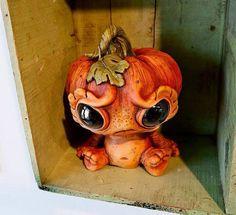 Cute little pumpkin head Pumpkin Art, Cute Pumpkin, Baby In Pumpkin, Pumpkin Carving, Pumpkin Head, Polymer Clay Dragon, Polymer Clay Crafts, Halloween Clay, Halloween Ideas