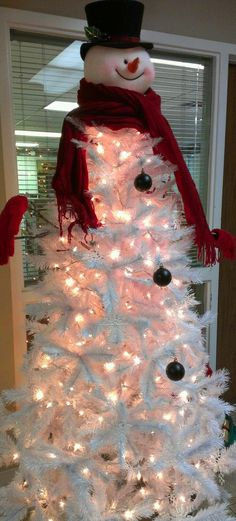 If I ever come across a white tree at a sale, I might do this and decorate with shell ornaments!