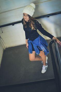 street style, tenis branco, vestido, preto, inverno, ca, hat, gorro, touca, look ,adidas, jaqueta,jeans, jacket, girl, tumblr, inspireid, inspiração, photo, coffe, fall, escada
