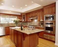 Traditional Medium Wood-Golden Kitchen Cabinets #36 (Kitchen-Design-Ideas.org)