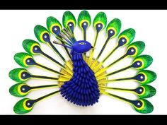 DIY Home Decoration : How to Make a Peacock from Plastic Spoons Crafts Recycled Art Projects, Recycled Crafts, Diy Craft Projects, Projects For Kids, Diy For Kids, Diy Crafts, Recycled Clothing, Recycled Fashion, Craft Ideas