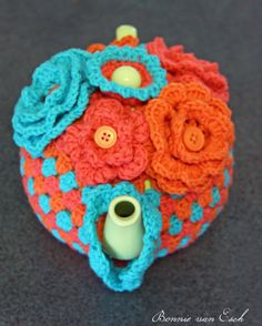 Crochet cosy cozy cozies for pots, cups and mugs. Crochet Mug Cozy, Cute Crochet, Tea Cozy, Coffee Cozy, Crochet Food, Crochet Gifts, Summer Diy, Summer Crafts, Crochet Designs