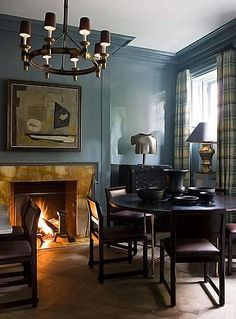 Perfect HIGH gloss lacquered walls by Steven Gambrel.a handsome room. Home Interior, Interior Decorating, Interior Design, Decorating Ideas, Modern Interior, Blue Rooms, Blue Walls, Ideas Para Organizar, Gambrel