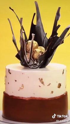 Cake Decorating Frosting, Cake Decorating Designs, Creative Cake Decorating, Cake Decorating Videos, Cake Decorating Techniques, Creative Cakes, Cookie Decorating, Chocolate Birthday Cake Decoration, Candy Birthday Cakes
