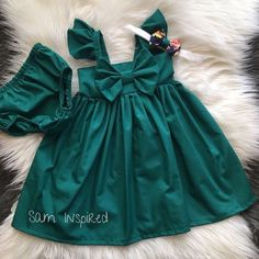 Baby girl outfits with bows sweets ideas Girls Frock Design, Baby Dress Design, Frocks For Girls, Little Girl Dresses, Baby Girl Fashion, Kids Fashion, Fashion Outfits, Kids Dress Wear, Baby Frocks Designs